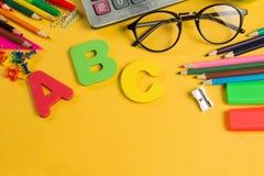 Diverso espacio de la copia de la fuente de los efectos de escritorio de la escuela del color imágenes de archivo libres de regalías