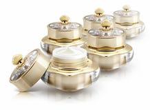 Diverso frasco cosmético da coroa dourada no branco Imagens de Stock Royalty Free
