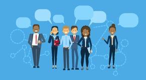 Diverso gruppo di persone di affari con di chiacchierata della bolla della miscela di Team Communication Concept della corsa la g Fotografia Stock
