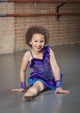 Diverso piccolo dancing del ballerino ad uno studio di ballo Immagine Stock