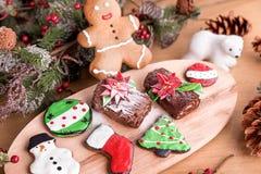 Diverso tipo de galletas de la Navidad con la decoración imagenes de archivo