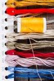 Diversos accesorios de costura imágenes de archivo libres de regalías