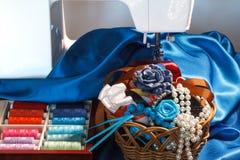 Diversos accesorios de costura Imagen de archivo