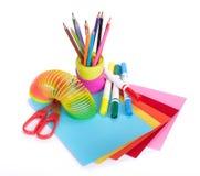 Diversos accesorios de la escuela a la creatividad de los niños imágenes de archivo libres de regalías