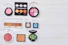 Diversos accesorios del maquillaje, espacio de la copia Fotografía de archivo
