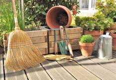 Diversos accesorios en cubierta de madera Fotografía de archivo