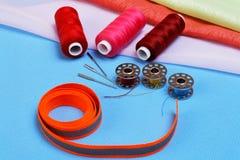 Diversos accesorios para coser Foto de archivo