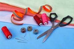 Diversos accesorios para coser Imagen de archivo