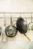 Diversos accesorios para la preparación de la comida Imágenes de archivo libres de regalías