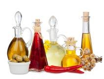 Diversos aceites de cocina en las garrafas de cristal Imagen de archivo