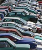 Diversos carros destruídos na operação de descarga da demolição do carro Imagem de Stock Royalty Free