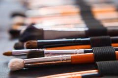 Diversos cepillos del maquillaje con el dof Imagenes de archivo