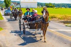 Diversos cochecillos de Amish en el condado de Lancaster Imagen de archivo libre de regalías