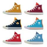 Diversos colores de las zapatillas de deporte adolescentes del deporte Imágenes del vector fijadas en estilo de la historieta ilustración del vector