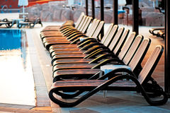 Diversos de loungers do sol pela associação Imagem de Stock