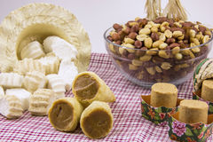 Diversos doces brasileiros típicos de Junina Amendoim, coco Ca Fotos de Stock