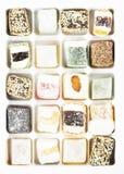 Diversos dulces turcos con las nueces, Cocos, sésamo en un blanco fotografía de archivo libre de regalías