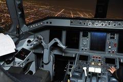 Diversos equipos del avión que sitúan en carlinga Imagenes de archivo