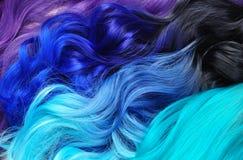 Diversos estilos de pelo; pelo teñido ombre: negro a la turquesa, azul fotografía de archivo libre de regalías