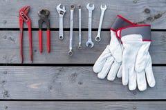 Diversos herramientas y guantes del trabajo Foto de archivo