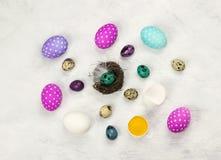 Diversos huevos de Pascua adornados coloridos Imágenes de archivo libres de regalías