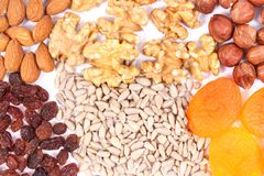 Diversos ingredientes que contienen el hierro, las vitaminas, los minerales naturales y la fibra, consumición nutritiva sana Fotos de archivo libres de regalías