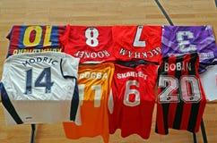 Diversos jerséis originales famosos del fútbol Imagen de archivo libre de regalías