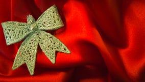 Diversos juguetes en el fondo rojo ardiente por Año Nuevo Foto de archivo libre de regalías