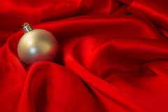 Diversos juguetes en el fondo rojo ardiente por Año Nuevo Fotografía de archivo libre de regalías