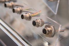 Diversos obstruem conectores com fios em um stan transparente plástico imagem de stock royalty free