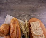 Diversos panes en endecha de madera del plano de la placa Fotos de archivo