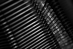 Diversos pequeños elementos del metal de una máquina de escribir vieja Imágenes de archivo libres de regalías