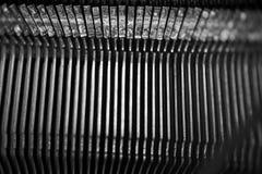Diversos pequeños elementos del metal de una máquina de escribir vieja Fotos de archivo