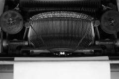 Diversos pequeños elementos del metal de una máquina de escribir vieja Foto de archivo