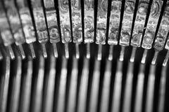 Diversos pequeños elementos del metal de una máquina de escribir vieja Imagen de archivo