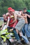 Diversos povos caucasianos novos em um velomotor Fotos de Stock Royalty Free
