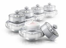 Diversos prateiam o frasco cosmético de luxe no branco Foto de Stock Royalty Free