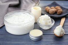 Diversos productos cosméticos con mantequilla de mandingo imagen de archivo libre de regalías