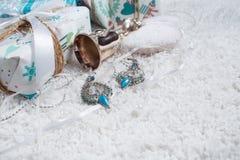 Diversos regalos de Navidad en hogar Foto de archivo
