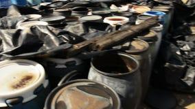 Diversos tambores da metragem do planador dos resíduos tóxicos vídeos de arquivo