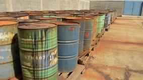 Diversos tambores da metragem do planador dos resíduos tóxicos filme
