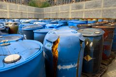 Diversos tambores dos resíduos tóxicos Fotos de Stock Royalty Free