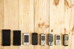 Diversos telefones celulares velhos e novos imagens de stock royalty free