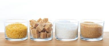 Diversos tipos de azúcar en una tabla Foto de archivo