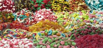 Diversos tipos de los dulces coloridos de candyes Imagen de archivo libre de regalías