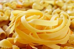 Diversos tipos de pastas crudas Imagen de archivo libre de regalías