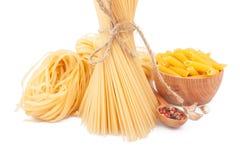 Diversos tipos de pastas y de platos Foto de archivo libre de regalías