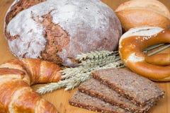 Diversos tipos de productos del pan y de la panadería Fotografía de archivo