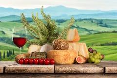 Diversos tipos de queso italiano fotos de archivo libres de regalías