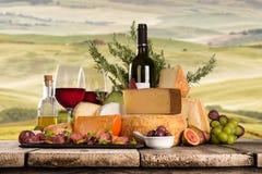 Diversos tipos de queso italiano imagenes de archivo